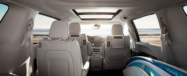 2956-Pacifica_DesignStories-INT_616x250_Class-Exclusive Tri-Pane Panoramic Sunroof